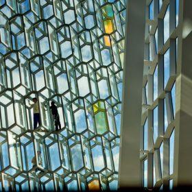 Vítězem Ceny Evropské unie za současnou architekturu je Harpa v Reykjavíku