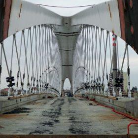 Vltavu překlenul nový Trojský most z vysokohodnotných betonů