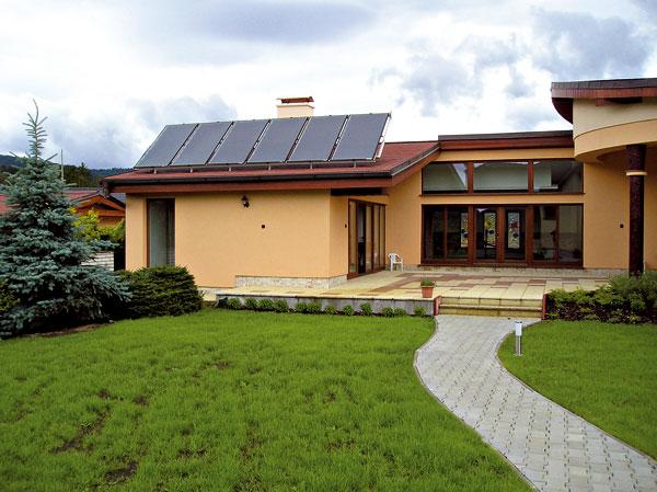Využití sluneční energie na ohřev vody vbazénu