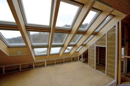 Význam energetické bilance střešních oken při realizaci aktivního domu