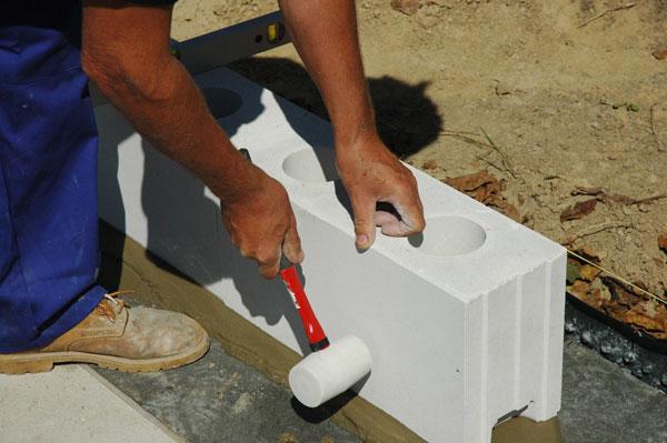 Zděte s užšími prvky vápenopískového zdiva a ušetříte