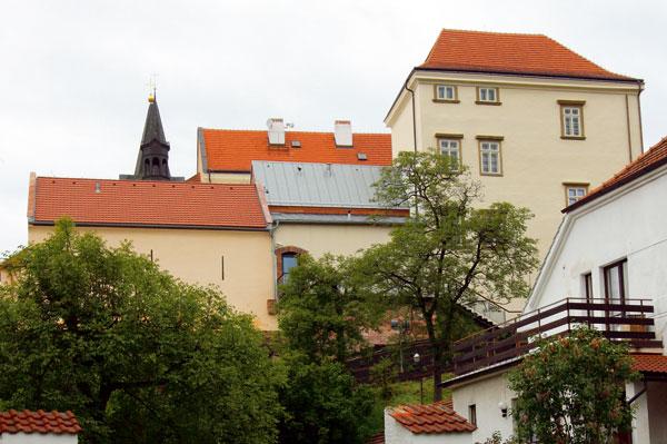 Znovuoživení Chvalského zámku