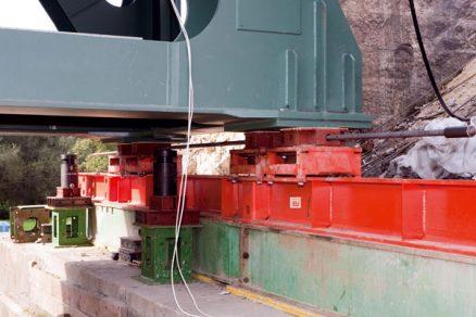 Zvedání avysouvání mostních konstrukcí