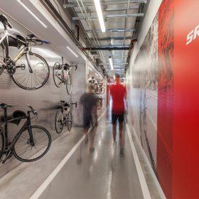 Prostory společnosti SRAM, která prodává kola v Chicagu