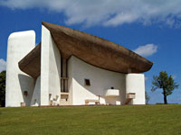 Kaple v Ronchamp od Le Corbusiera